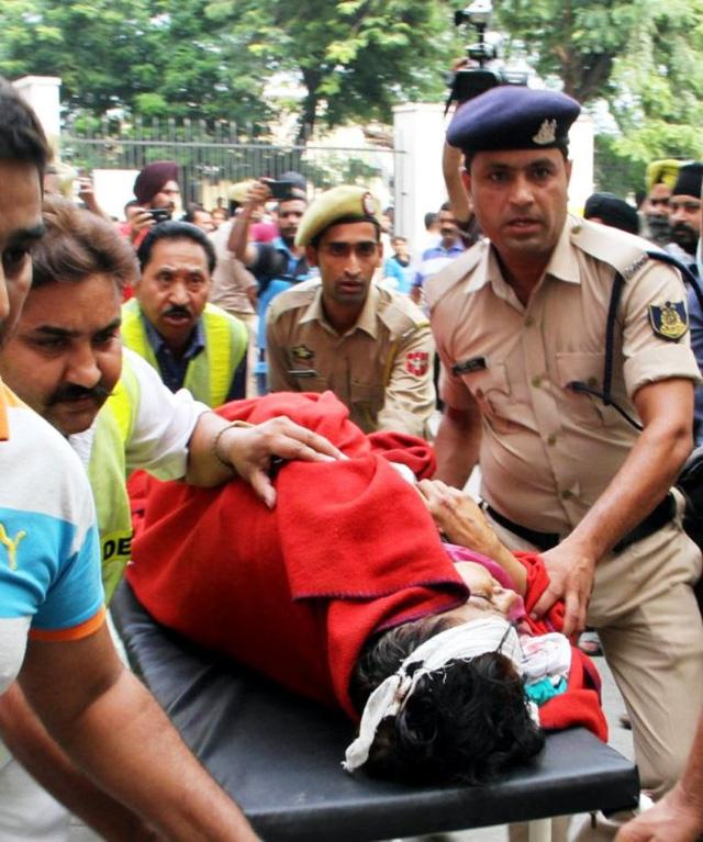 Tai nạn xe bus ở Ấn Độ, ít nhất 46 người thương vong - ảnh 7