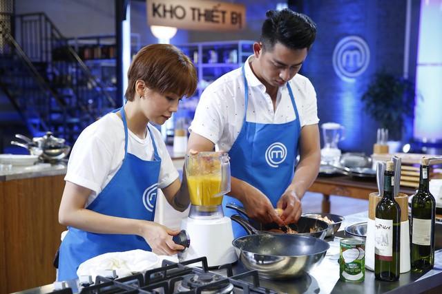 Vua đầu bếp: An Nguy vẫn vui vẻ và ngoan ngoãn làm nhiệm vụ khi thành phụ bếp - Ảnh 1.