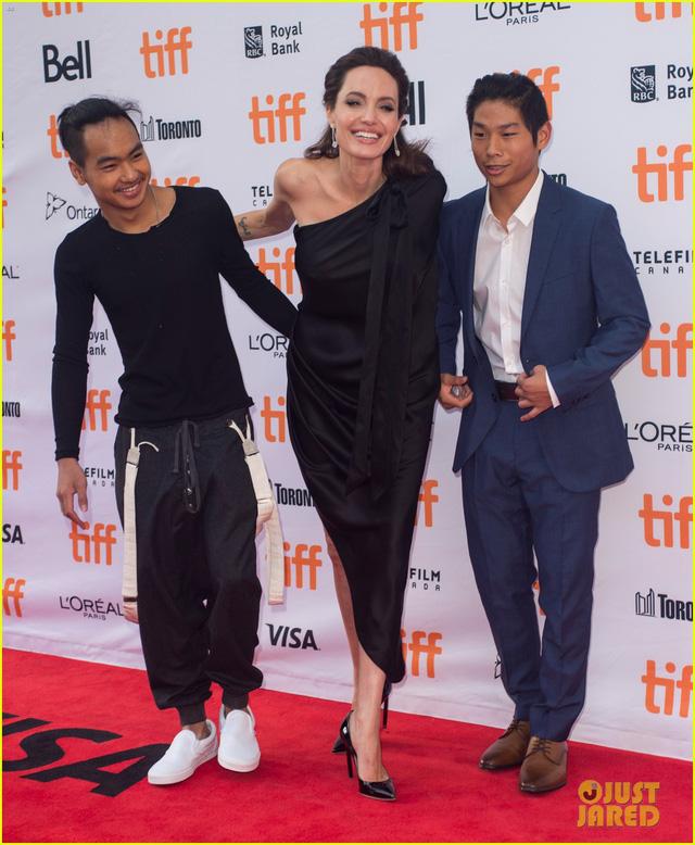Con trai người Việt của Angelina Jolie lớn bất ngờ - Ảnh 4.