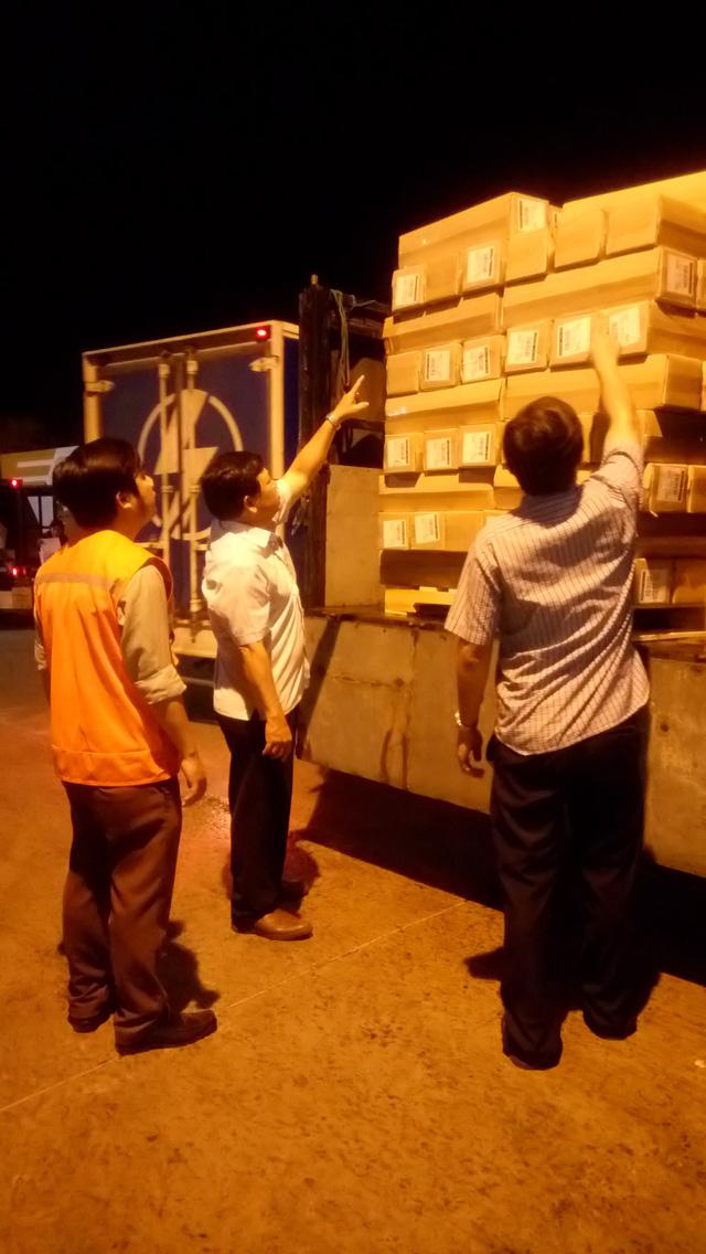 Lô hàng cứu trợ thiên tai sau bão số 12 từ Nhật Bản đã đến Đà Nẵng - Ảnh 1.
