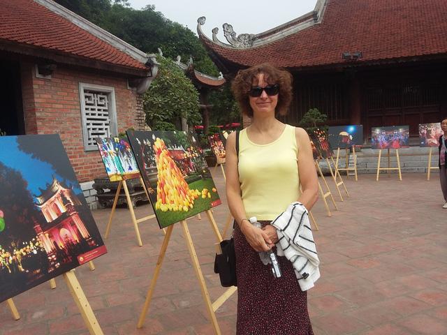 Triển lãm ảnh Thu Vọng Nguyệt thu hút khách du lịch nước ngoài - Ảnh 1.
