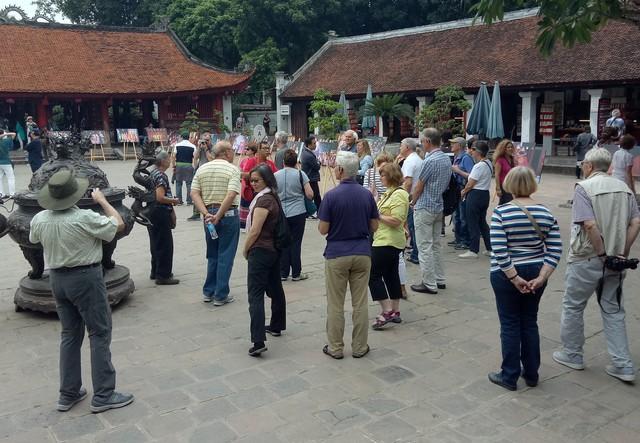 Triển lãm ảnh Thu Vọng Nguyệt thu hút khách du lịch nước ngoài - Ảnh 6.