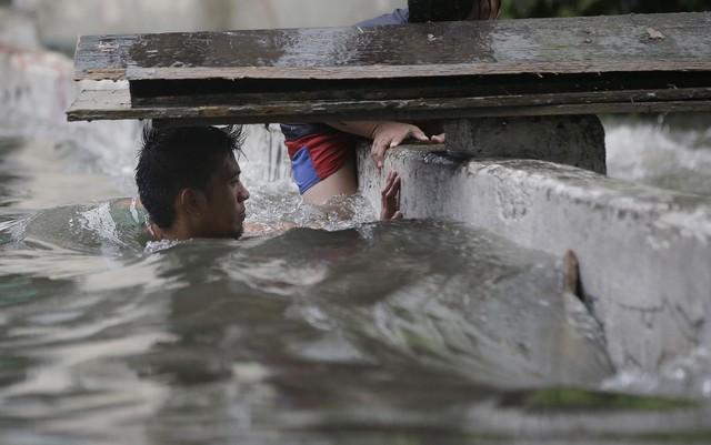 Bão Maring tấn công Philippines, ít nhất 4 người thiệt mạng - Ảnh 3.