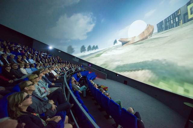 Ấn tượng rạp chiếu phim hình ngọc trai khổng lồ - Ảnh 9.
