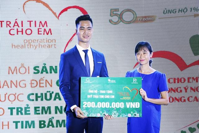 Thêm 200 triệu đồng ủng hộ chương trình Trái tim cho em - Ảnh 1.