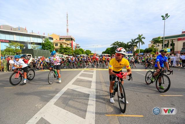 ẢNH: Những khoảnh khắc ấn tượng chặng 6 Giải xe đạp quốc tế VTV Cúp Tôn Hoa Sen 2017, Quảng Bình đi Huế - Ảnh 1.