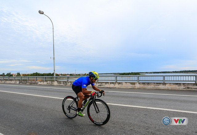 ẢNH: Những khoảnh khắc ấn tượng chặng 6 Giải xe đạp quốc tế VTV Cúp Tôn Hoa Sen 2017, Quảng Bình đi Huế - Ảnh 3.