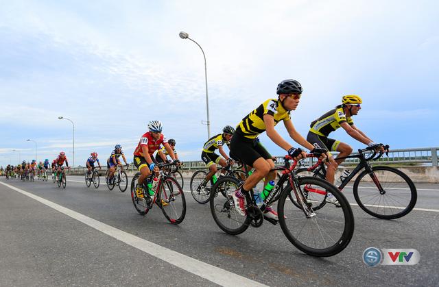 ẢNH: Những khoảnh khắc ấn tượng chặng 6 Giải xe đạp quốc tế VTV Cúp Tôn Hoa Sen 2017, Quảng Bình đi Huế - Ảnh 2.