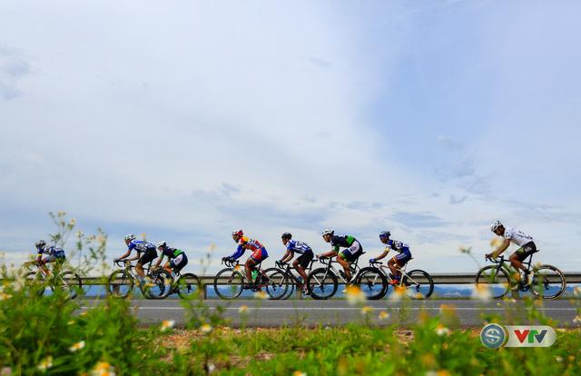 ẢNH: Những khoảnh khắc ấn tượng chặng 6 Giải xe đạp quốc tế VTV Cúp Tôn Hoa Sen 2017, Quảng Bình đi Huế - Ảnh 4.