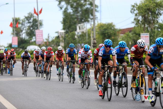 ẢNH: Những khoảnh khắc ấn tượng chặng 6 Giải xe đạp quốc tế VTV Cúp Tôn Hoa Sen 2017, Quảng Bình đi Huế - Ảnh 5.