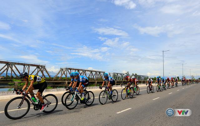 ẢNH: Những khoảnh khắc ấn tượng chặng 6 Giải xe đạp quốc tế VTV Cúp Tôn Hoa Sen 2017, Quảng Bình đi Huế - Ảnh 6.