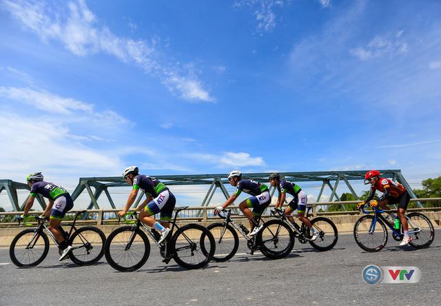 ẢNH: Những khoảnh khắc ấn tượng chặng 6 Giải xe đạp quốc tế VTV Cúp Tôn Hoa Sen 2017, Quảng Bình đi Huế - Ảnh 9.