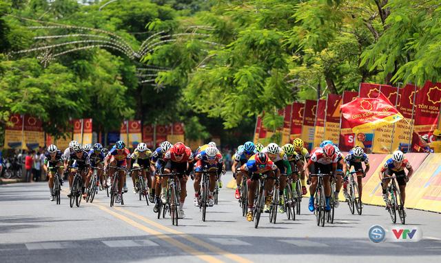 ẢNH: Những khoảnh khắc ấn tượng chặng 6 Giải xe đạp quốc tế VTV Cúp Tôn Hoa Sen 2017, Quảng Bình đi Huế - Ảnh 11.