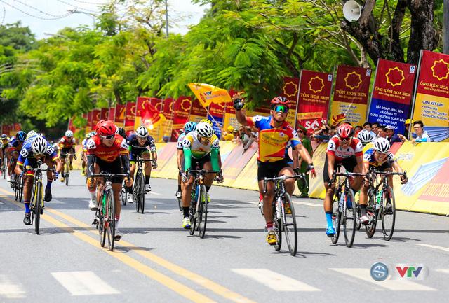 ẢNH: Những khoảnh khắc ấn tượng chặng 6 Giải xe đạp quốc tế VTV Cúp Tôn Hoa Sen 2017, Quảng Bình đi Huế - Ảnh 12.