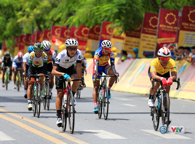 ẢNH: Những khoảnh khắc ấn tượng chặng 6 Giải xe đạp quốc tế VTV Cúp Tôn Hoa Sen 2017, Quảng Bình đi Huế - Ảnh 13.