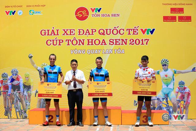 ẢNH: Những khoảnh khắc ấn tượng chặng 6 Giải xe đạp quốc tế VTV Cúp Tôn Hoa Sen 2017, Quảng Bình đi Huế - Ảnh 14.