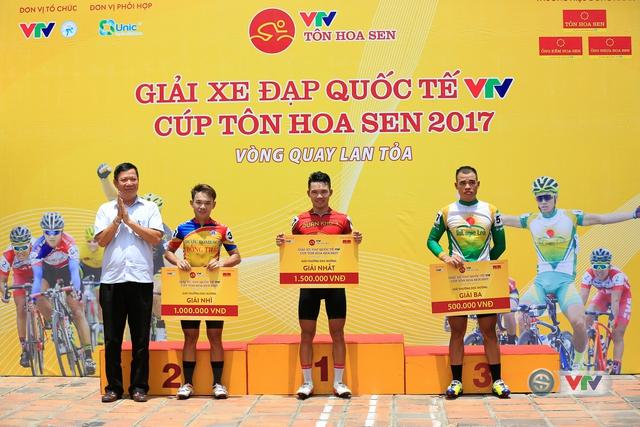 ẢNH: Những khoảnh khắc ấn tượng chặng 6 Giải xe đạp quốc tế VTV Cúp Tôn Hoa Sen 2017, Quảng Bình đi Huế - Ảnh 15.