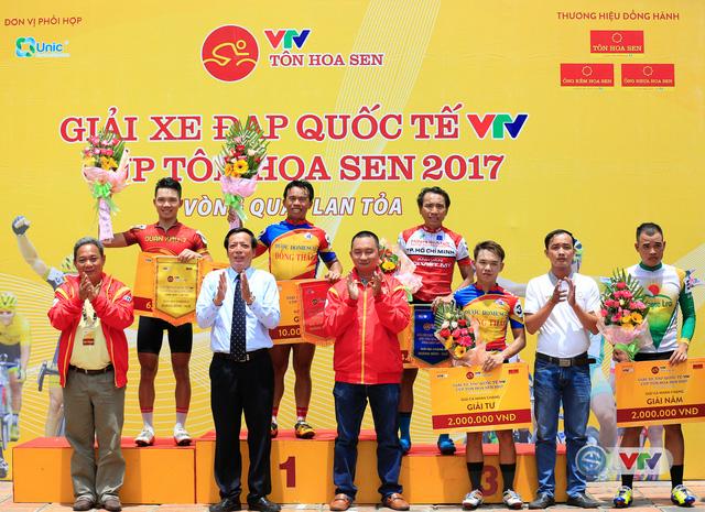ẢNH: Những khoảnh khắc ấn tượng chặng 6 Giải xe đạp quốc tế VTV Cúp Tôn Hoa Sen 2017, Quảng Bình đi Huế - Ảnh 16.