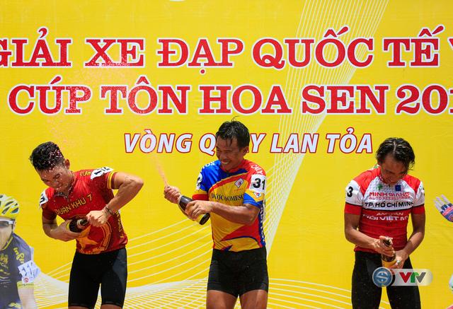 ẢNH: Những khoảnh khắc ấn tượng chặng 6 Giải xe đạp quốc tế VTV Cúp Tôn Hoa Sen 2017, Quảng Bình đi Huế - Ảnh 17.