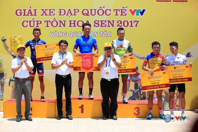 ẢNH: Những khoảnh khắc ấn tượng chặng 7 Giải xe đạp quốc tế VTV Cúp Tôn Hoa Sen 2017, Huế đi Quảng Nam - Ảnh 15.