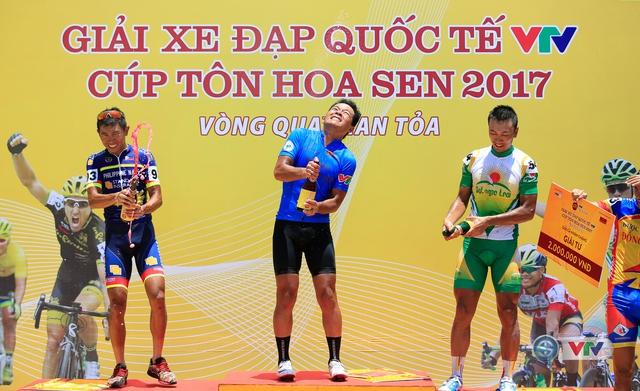 ẢNH: Những khoảnh khắc ấn tượng chặng 7 Giải xe đạp quốc tế VTV Cúp Tôn Hoa Sen 2017, Huế đi Quảng Nam - Ảnh 16.