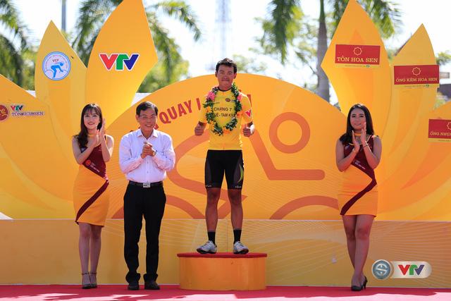 ẢNH: Những khoảnh khắc ấn tượng chặng 8 Giải xe đạp quốc tế VTV Cúp Tôn Hoa Sen 2017 - Ảnh 4.