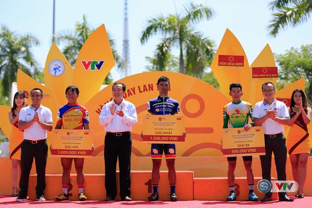 ẢNH: Những khoảnh khắc ấn tượng chặng 8 Giải xe đạp quốc tế VTV Cúp Tôn Hoa Sen 2017 - Ảnh 19.