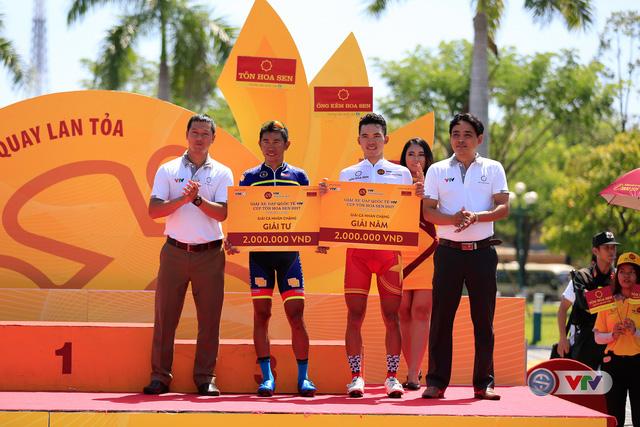 ẢNH: Những khoảnh khắc ấn tượng chặng 8 Giải xe đạp quốc tế VTV Cúp Tôn Hoa Sen 2017 - Ảnh 21.