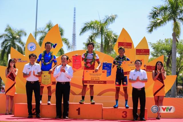 ẢNH: Những khoảnh khắc ấn tượng chặng 8 Giải xe đạp quốc tế VTV Cúp Tôn Hoa Sen 2017 - Ảnh 22.