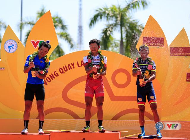 ẢNH: Những khoảnh khắc ấn tượng chặng 8 Giải xe đạp quốc tế VTV Cúp Tôn Hoa Sen 2017 - Ảnh 23.