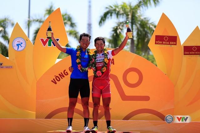 ẢNH: Những khoảnh khắc ấn tượng chặng 8 Giải xe đạp quốc tế VTV Cúp Tôn Hoa Sen 2017 - Ảnh 24.