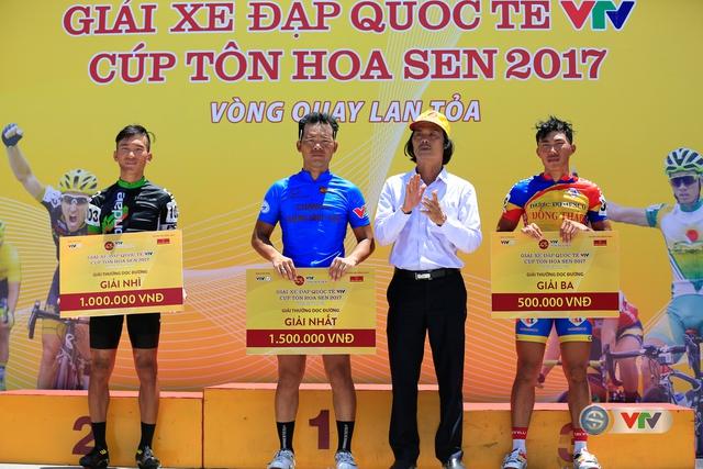 ẢNH: Những khoảnh khắc ấn tượng chặng 9 Giải xe đạp quốc tế VTV Cúp Tôn Hoa Sen 2017 - Ảnh 13.