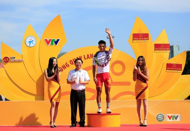 ẢNH: Những khoảnh khắc ấn tượng chặng 10 Giải xe đạp quốc tế VTV Cúp Tôn Hoa Sen 2017 - Ảnh 3.