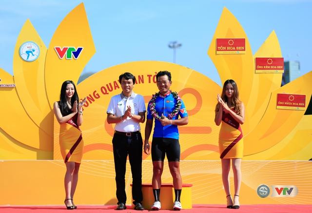 ẢNH: Những khoảnh khắc ấn tượng chặng 10 Giải xe đạp quốc tế VTV Cúp Tôn Hoa Sen 2017 - Ảnh 4.