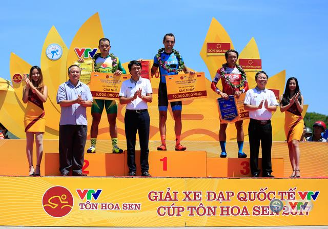 Chặng 10 giải xe đạp quốc tế VTV Cúp Tôn Hoa Sen 2017: Desriac Loic giành chiến thắng - Ảnh 2.
