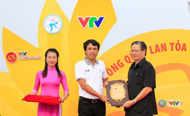 ẢNH: Những khoảnh khắc ấn tượng chặng 11 Giải xe đạp quốc tế VTV Cúp Tôn Hoa Sen 2017 - Ảnh 1.
