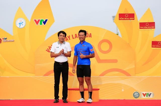 ẢNH: Những khoảnh khắc ấn tượng chặng 11 Giải xe đạp quốc tế VTV Cúp Tôn Hoa Sen 2017 - Ảnh 4.