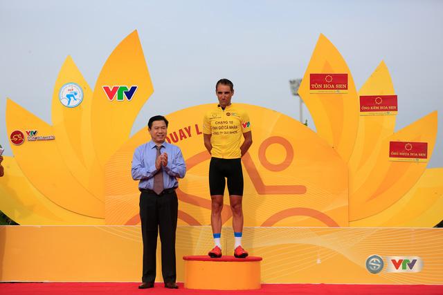 ẢNH: Những khoảnh khắc ấn tượng chặng 11 Giải xe đạp quốc tế VTV Cúp Tôn Hoa Sen 2017 - Ảnh 5.