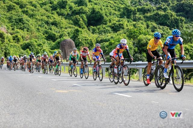 ẢNH: Những khoảnh khắc ấn tượng chặng 11 Giải xe đạp quốc tế VTV Cúp Tôn Hoa Sen 2017 - Ảnh 11.