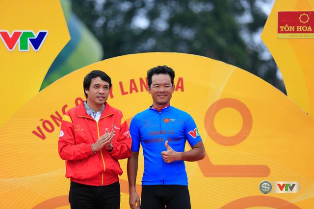 ẢNH: Những khoảnh khắc ấn tượng chặng 13 Giải xe đạp quốc tế VTV Cúp Tôn Hoa Sen 2017 - Ảnh 4.