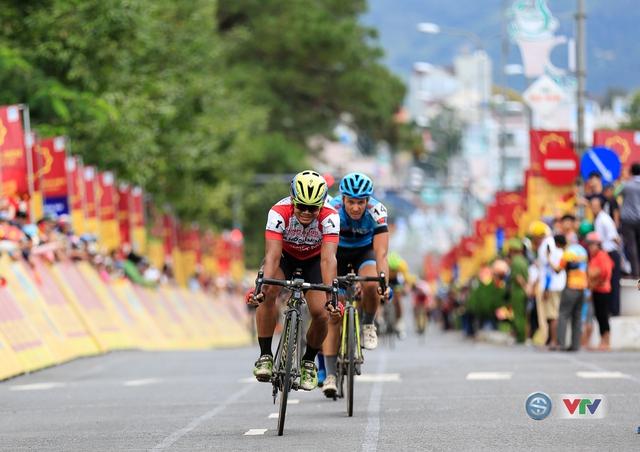 ẢNH: Những khoảnh khắc ấn tượng chặng 13 Giải xe đạp quốc tế VTV Cúp Tôn Hoa Sen 2017 - Ảnh 14.