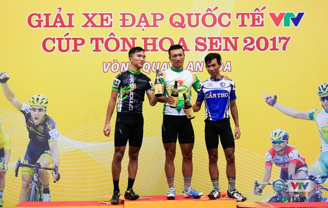 ẢNH: Những khoảnh khắc ấn tượng chặng 13 Giải xe đạp quốc tế VTV Cúp Tôn Hoa Sen 2017 - Ảnh 17.