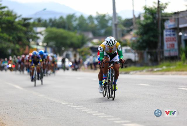ẢNH: Những khoảnh khắc ấn tượng chặng 14 Giải xe đạp quốc tế VTV Cúp Tôn Hoa Sen 2017 - Ảnh 4.