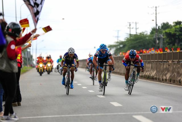 ẢNH: Những khoảnh khắc ấn tượng chặng 14 Giải xe đạp quốc tế VTV Cúp Tôn Hoa Sen 2017 - Ảnh 6.