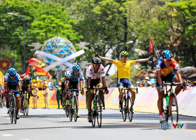 ẢNH: Những khoảnh khắc ấn tượng chặng 14 Giải xe đạp quốc tế VTV Cúp Tôn Hoa Sen 2017 - Ảnh 8.