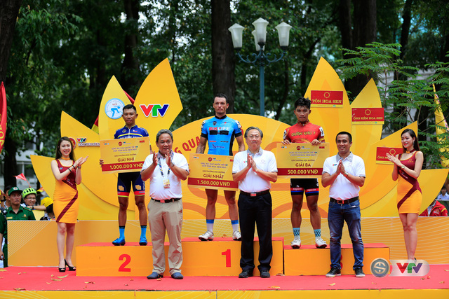 ẢNH: Những khoảnh khắc ấn tượng chặng 14 Giải xe đạp quốc tế VTV Cúp Tôn Hoa Sen 2017 - Ảnh 10.