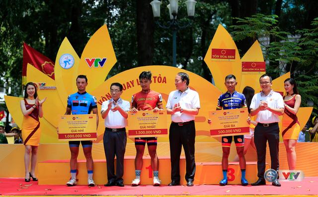 ẢNH: Những khoảnh khắc ấn tượng chặng 14 Giải xe đạp quốc tế VTV Cúp Tôn Hoa Sen 2017 - Ảnh 11.
