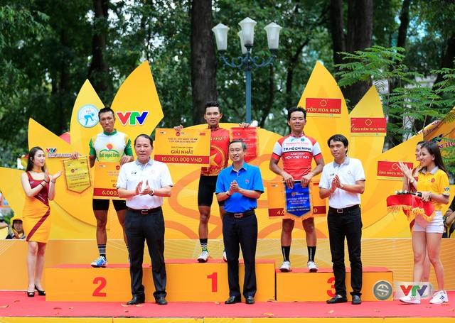ẢNH: Những khoảnh khắc ấn tượng chặng 14 Giải xe đạp quốc tế VTV Cúp Tôn Hoa Sen 2017 - Ảnh 13.