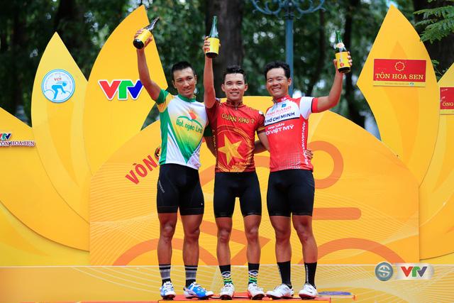 ẢNH: Những khoảnh khắc ấn tượng chặng 14 Giải xe đạp quốc tế VTV Cúp Tôn Hoa Sen 2017 - Ảnh 14.