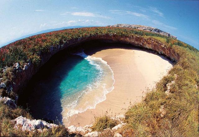 12 bờ biển lộng lẫy nhất thế giới bạn nhất định phải ghé thăm - Ảnh 2.